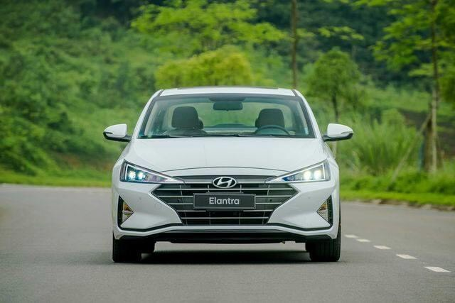 Hyundai Elantra 1.6 MT thường
